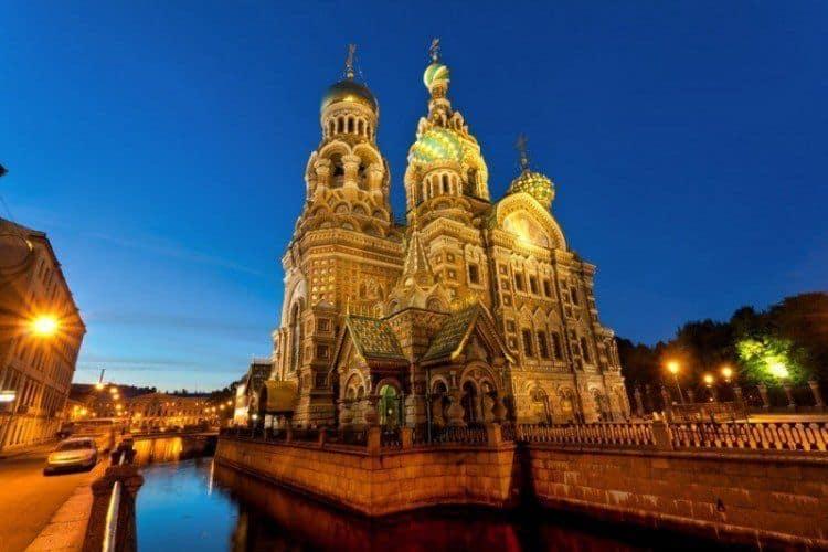 Visitar la Iglesia de la Resurrección de Petersburgo