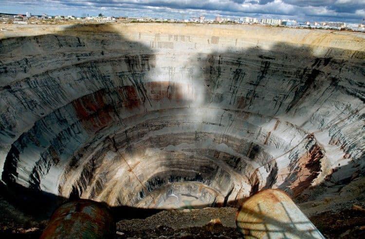 Como llegar a la Mina de diamantes Mir; Que ver en la Mina de diamantes Mir; Visitar la ciudad de Mir