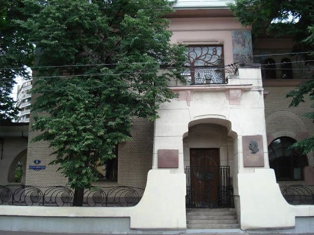 Visitar el museo de Nikolái Gogol en Moscú; Que ver sobre Literatura en Moscú; Recorrer Moscú