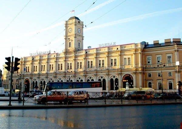 Traslado hotel - estación de tren en San Petersburgo